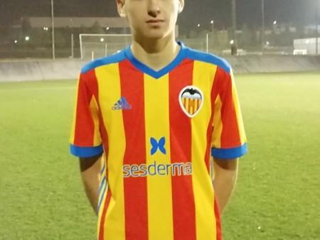 El jugador cadete Carlos Gómez convocado por el Valencia CF para jugar un torneo.